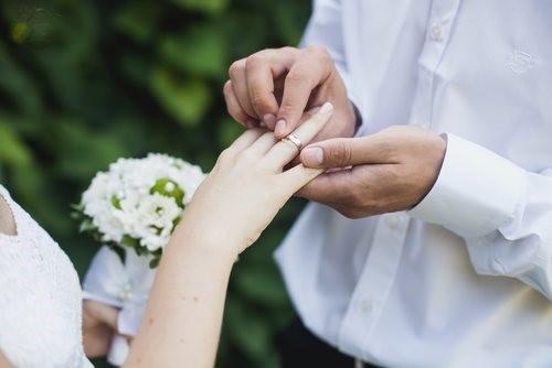 عقد و نامزدی