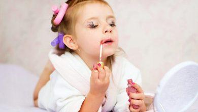علاقه کودک به لوازم آرایش